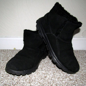 Warm and Comfortable Skechers Women's Chukka Boots